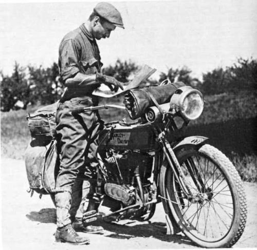 moto-vintage-harley-stache