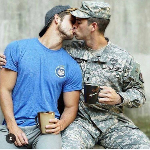 soldier-kissing-4
