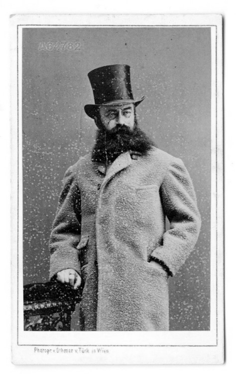 beard-and-tophat-42