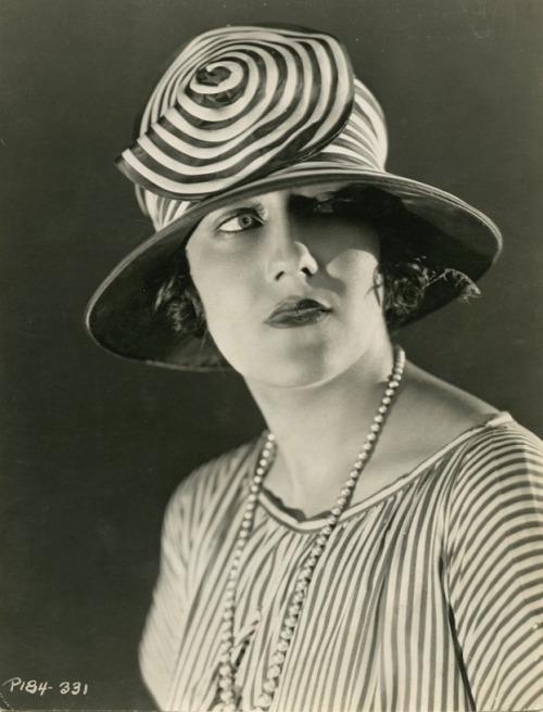 Gloria Swanson, 1935