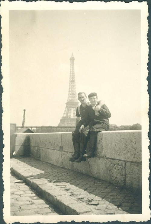 paris-men-together