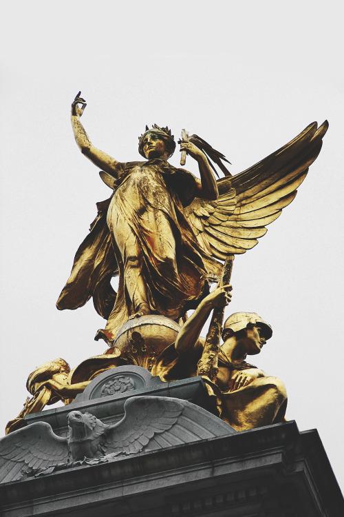 statue-golden-9