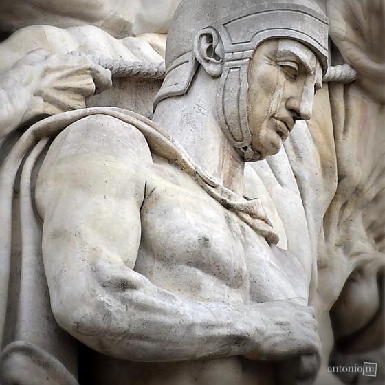 statue-paris-89