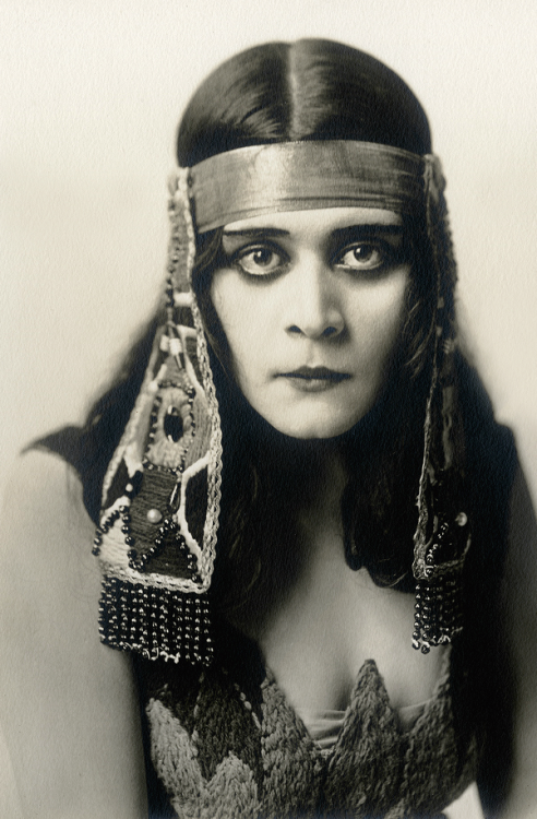 "Theda Bara in ""Cleopatra"", 1917"