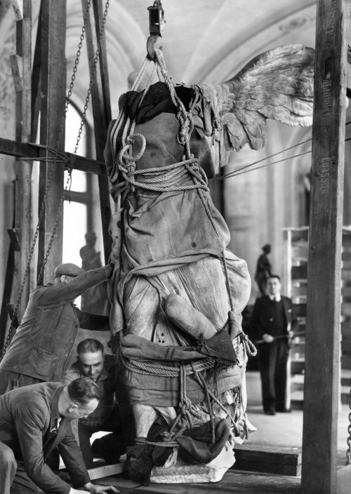 wwii-empyting-the-louvre