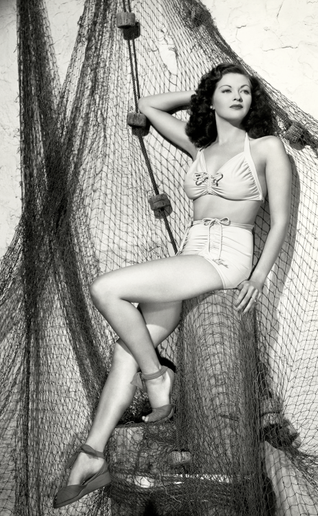 Canadian actress Yvonne DeCarlo