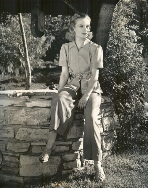 Carole Lombard in a rare outdoorsshot