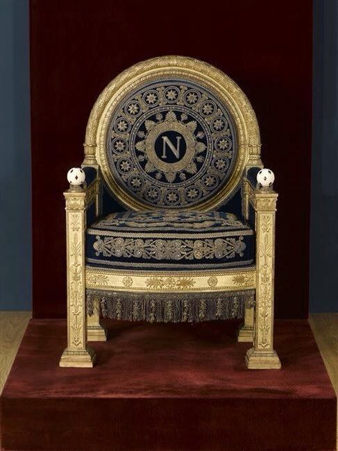 napolean-coronation-throne