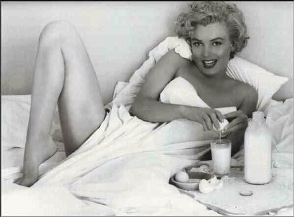 Breakfast in bed with Marilyn Monroe