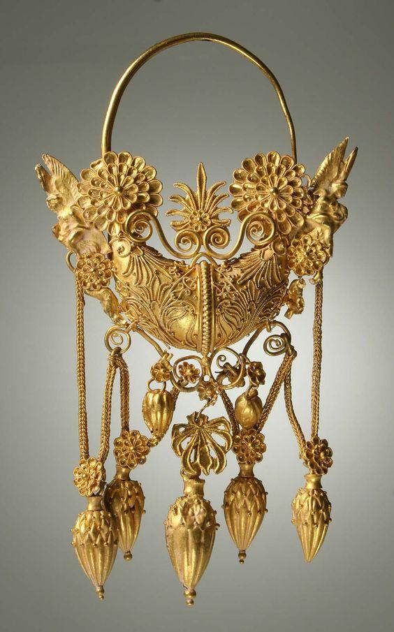 Golden objet