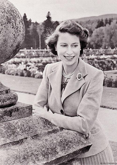 Young queen elizabeth ii 1950s matthews island of misfit toys