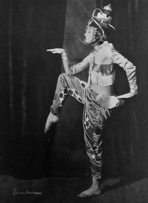 anita-beber-in-bingha-costume-disigned-by-walter-schnackenberg-published-by-die-praktische-berlinerin-1919