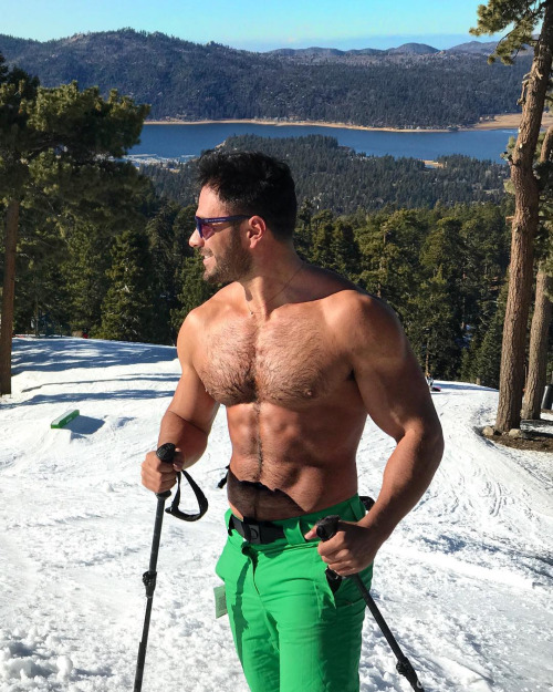 Model Rodiney Santiago on the slopes