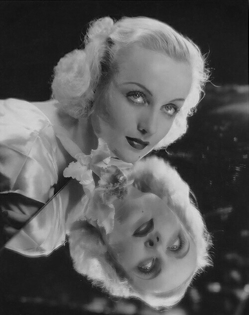Carole Lombard giving good face