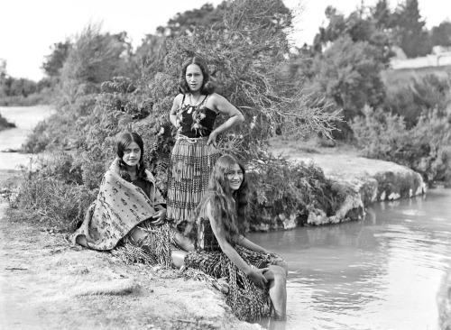 Maori Women, New Zealand(1930s?)