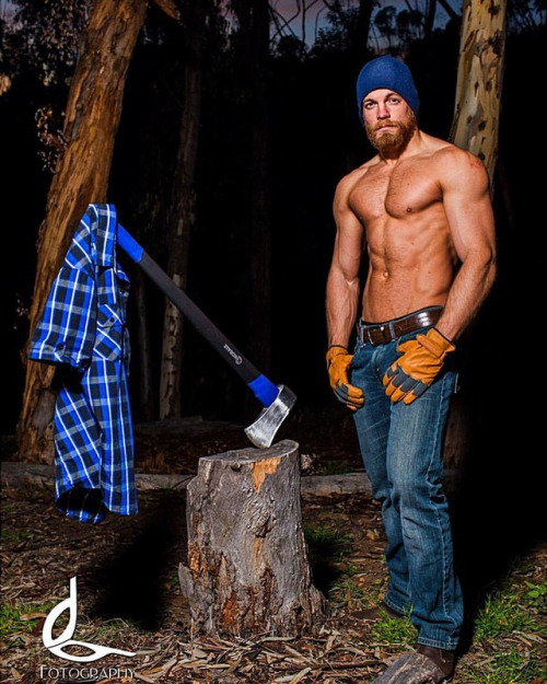 Matthew S Island Of Misfit Toys: Gratuitous Shirtless Lumberjack