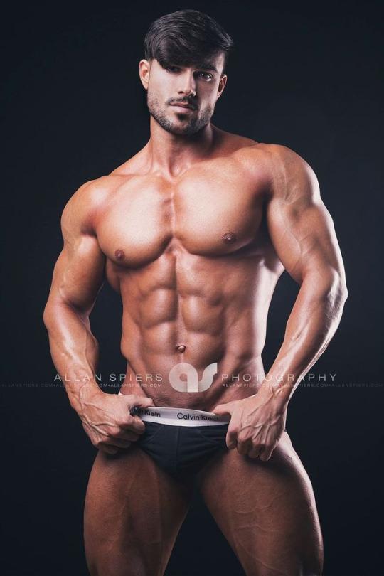 Muscular model by AllanSpiers