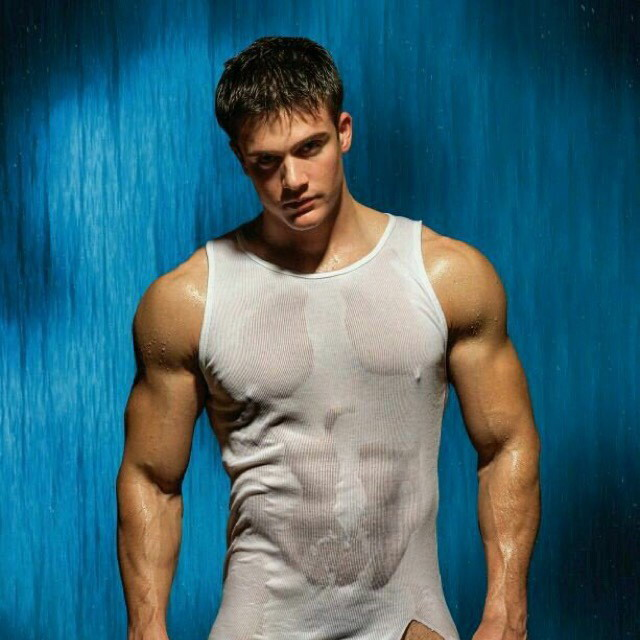 Impromptu wet t-shirt contest