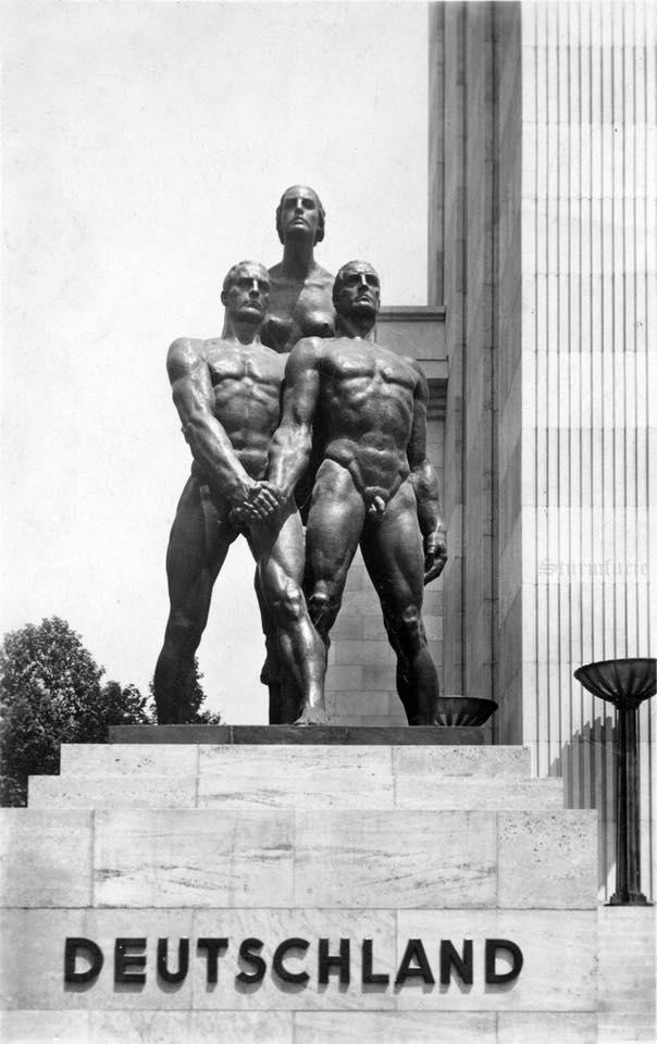 Deutschland Statue