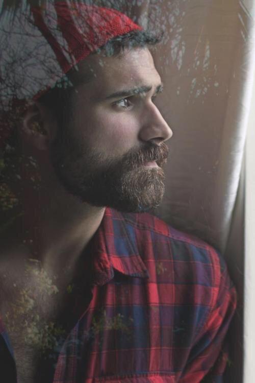 Beard, plaid, and cap – the classic lumberjacklook