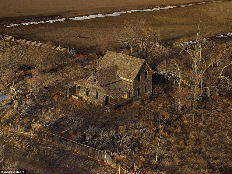 Abandoned farmhouse in Nebraska