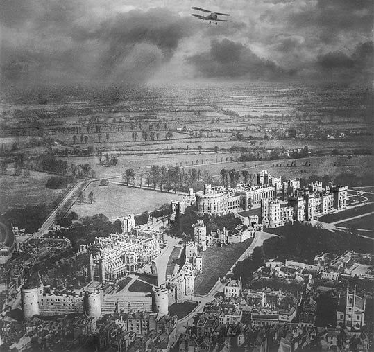 Alfred G. Buckham flying over Windsor Castle, England, circa 1910