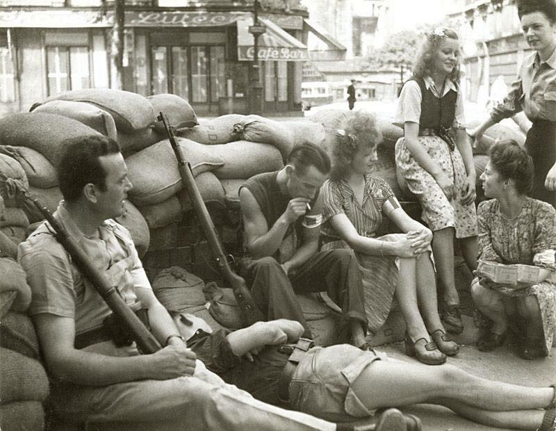 French resistance manning a barricade during the liberation of Paris,1944