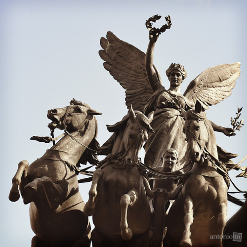 Statue on top of Wellington Arch, London