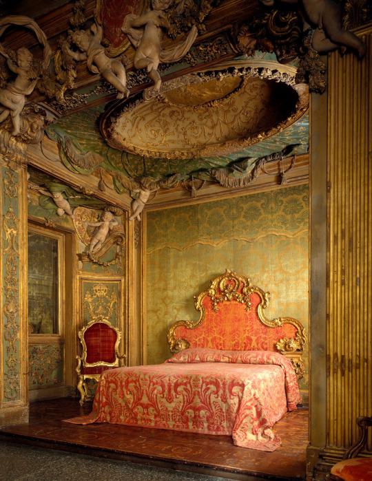Ancient Italian boudoir on display in the Metropolitan Museum,NYC