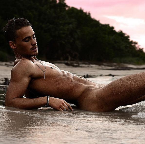 Wet Latino Model a laplaya