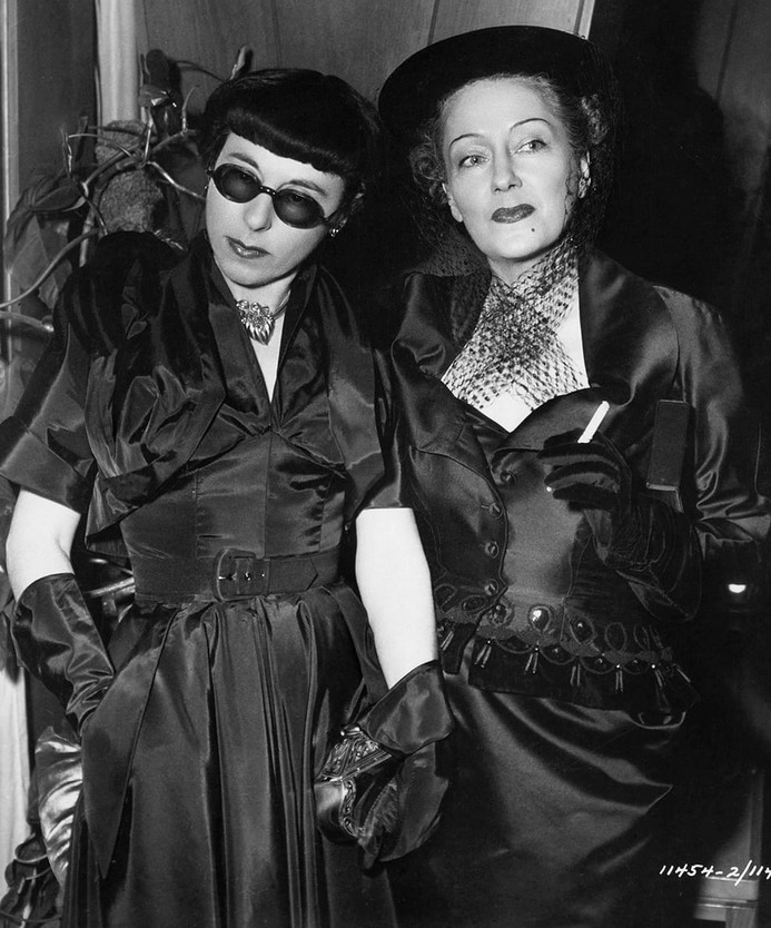 Hollywood Costume/Fashion Designer Edith Head with Gloria Swanson circa 1950  sc 1 st  Matthewu0027s Island of Misfit Toys - WordPress.com & Hollywood Costume/Fashion Designer Edith Head with Gloria Swanson ...