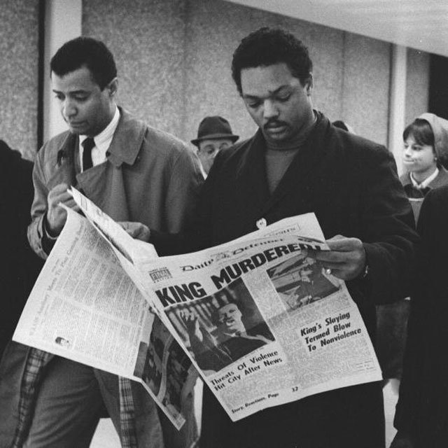 Jesse Jackson reading the news that Martin Luther King was murdered,1968