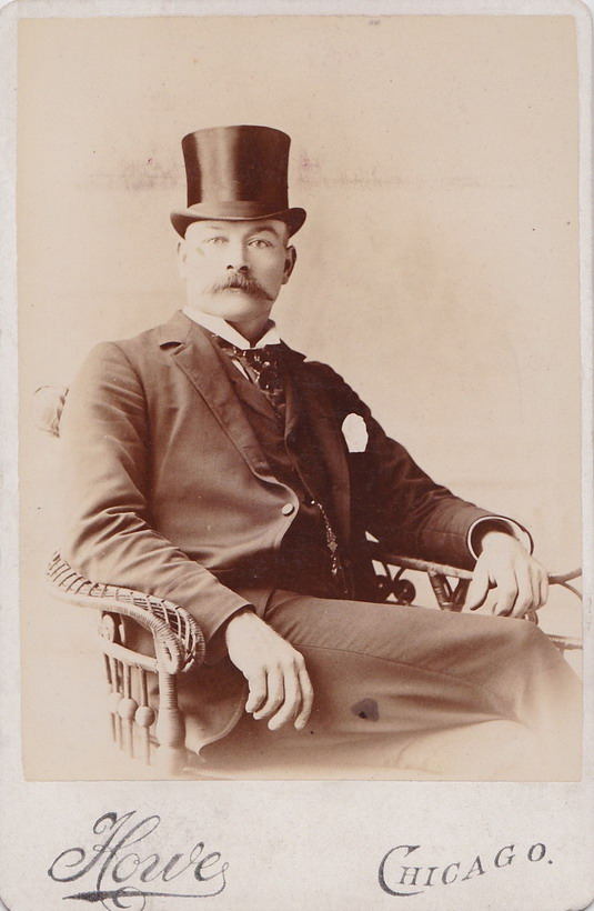 Vintage Chicago Style: Top Hat and Stache