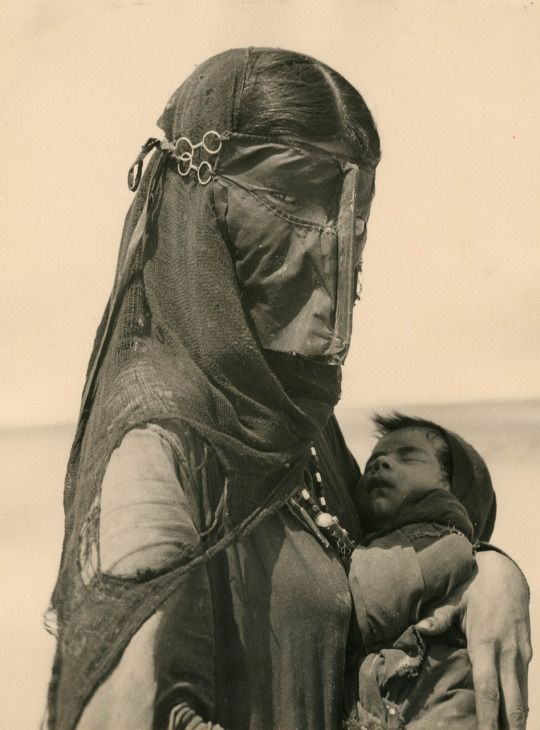 Bedouin mother, photo by Ilo Battigelli1948