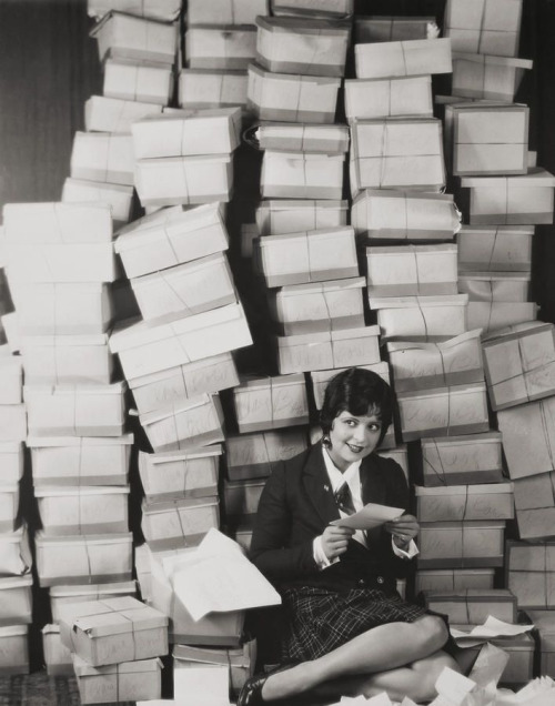 Silent film star Clara Bow reading her fanmail