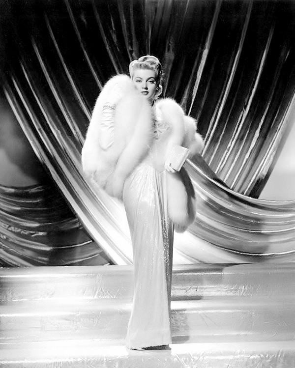 Lana Turner, 1943