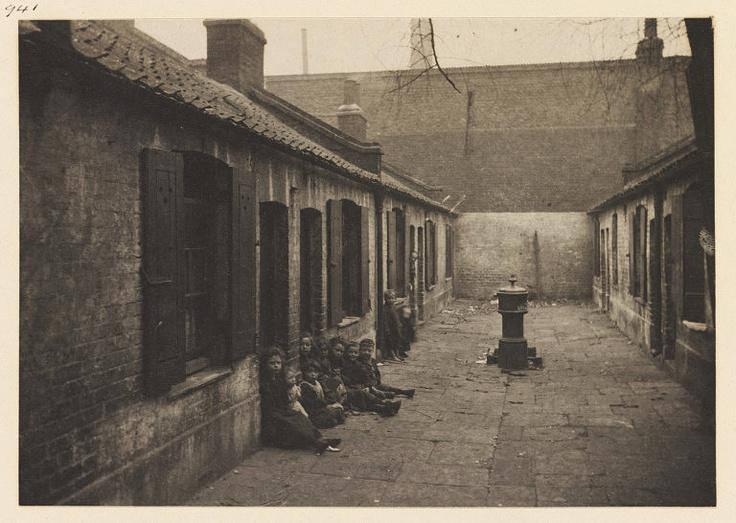 Children in the slums of oldLondon
