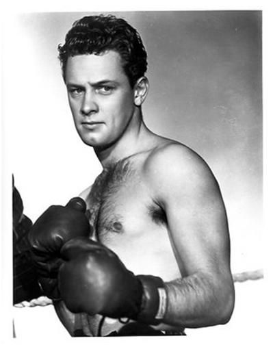 Gratuitous Shirtless Young William Holden, putting up his dukes