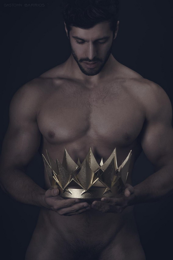 Model with a crown