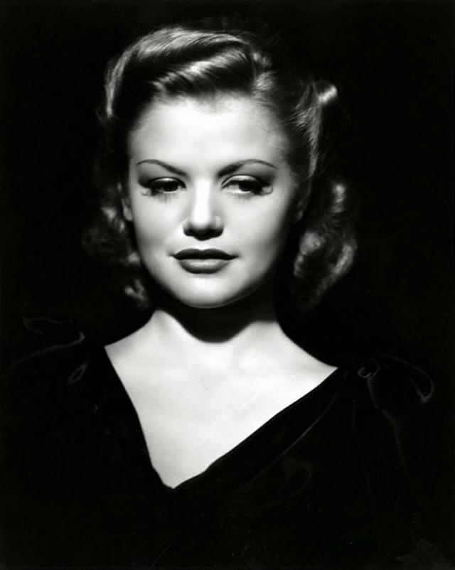 Simone Simon, circa1940