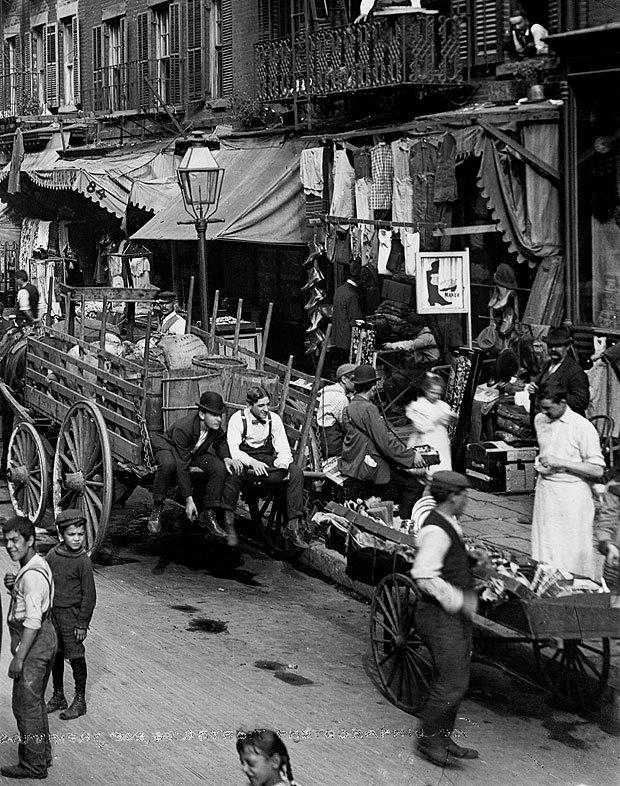 Lower Manhattan street scene, NYC, circa1900