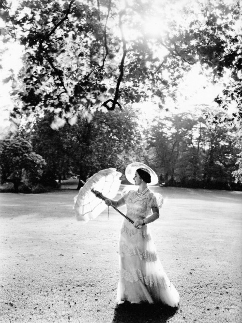 Queen Elizabeth (the Queen Mother, QE II's mom), 1939, photo by CecilBeaton