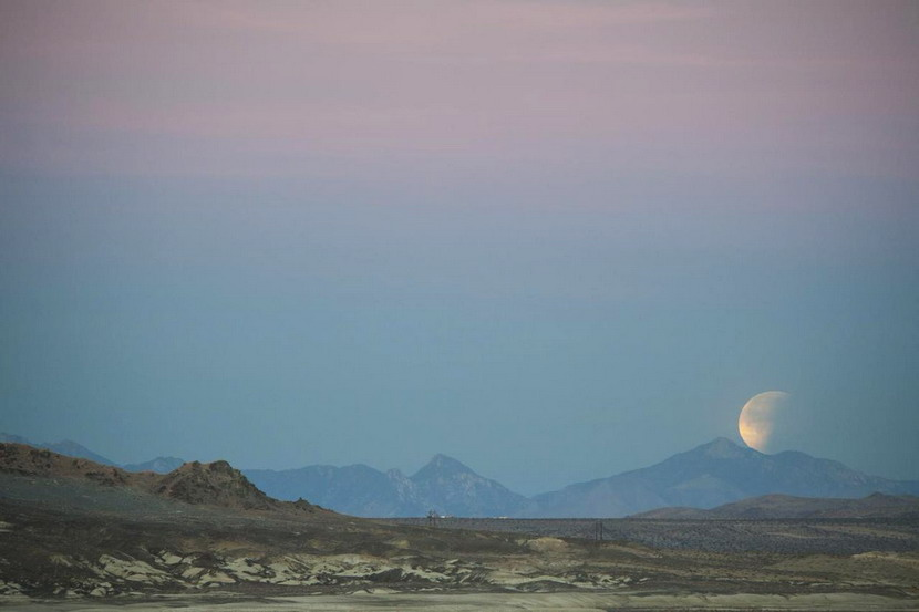 Moon rise in the California desert