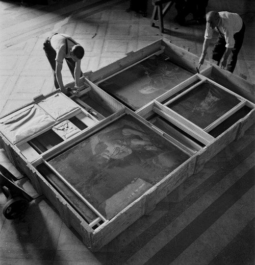 Packing up the art collection at the Louvre to evacuate it out of Paris before the Nazis march in,1940