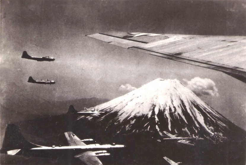 US Air Force planes over Japan,1945