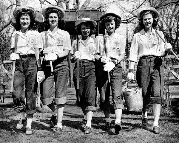Farm volunteers, US,WWII