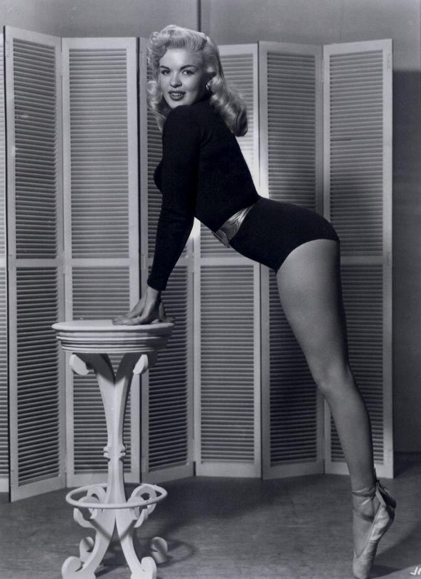 Jayne Mansfield, on point