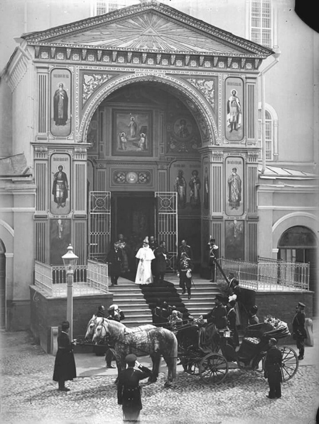 Tsar Nicholas II and Alexandra going out of a palace for a carriage ride