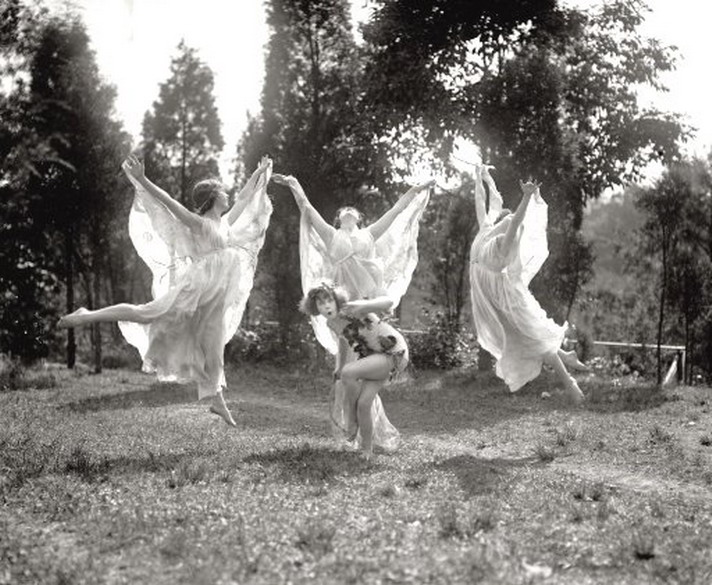 Dancers in nature, 1920s