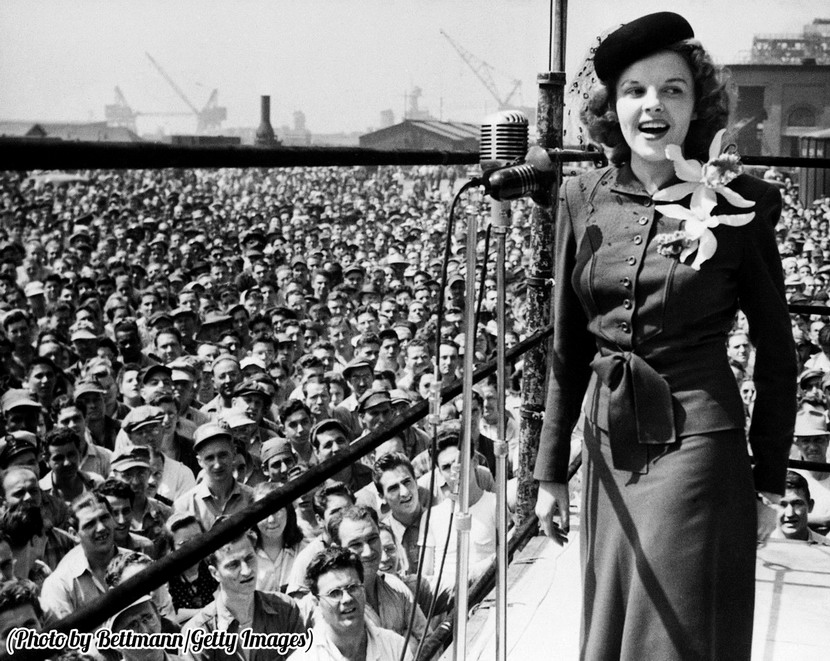 Young Judy Garland singing for the troops,WWII